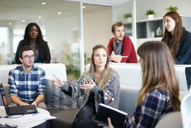 """Phần mềm quản lý dự án: """"Quản lý dự án muốn tập hợp một đội có thể lên mạng, mô tả về dự án và nhận phẩn hồi từ những người nghĩ rằng họ phù hợp với các yêu cầu đó"""". Ảnh: Unsplash"""