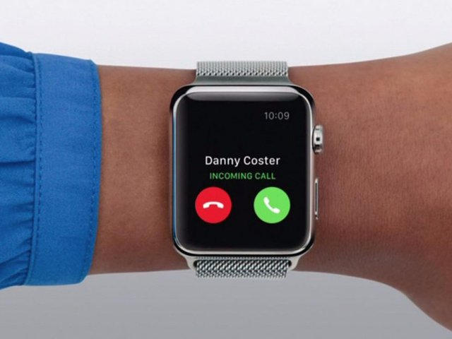 """Các thiết bị di động: """"Mọi người có thể mang theo những thiết bị nhỏ nhưng vẫn giúp đảm bảo theo dõi và điều hành công việc ở bất cứ đâu. Họ có thể kiểm tra tin tức, theo dõi những chuyến bay họ đã đặt hay nhận thông tin từ thị trường tài chính hay làm mọi thứ khác với những thiết bị đó"""". Ảnh: Apple"""