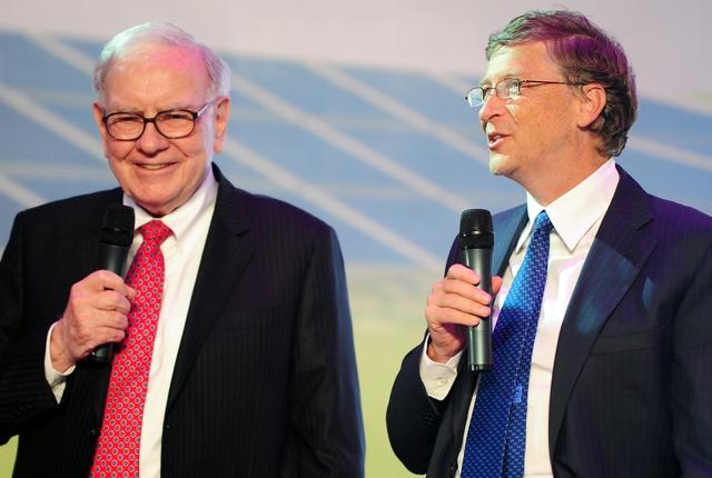 Warren Buffett và Bill Gates đều yêu thích việc đọc sách mỗi ngày.