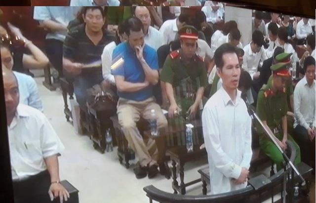 Phiên tòa chiều 20/9: Cựu TGĐ BSC Phạm Hoàng Giang mong được trở về chữa bệnh cho con - Ảnh 1.