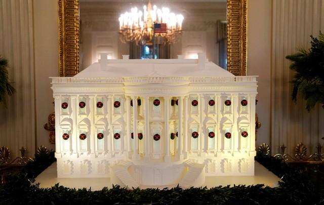 Biểu tượng thu nhỏ của Nhà Trắng trở thành vật trang trí.