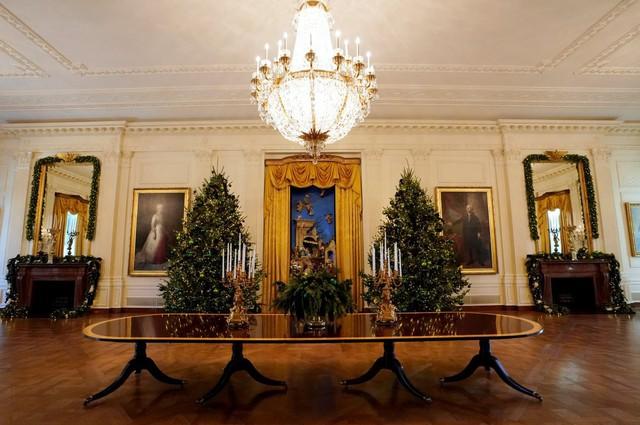Khắp tòa nhà biểu tượng của nước Mỹ, không khí Giáng sinh đã về.