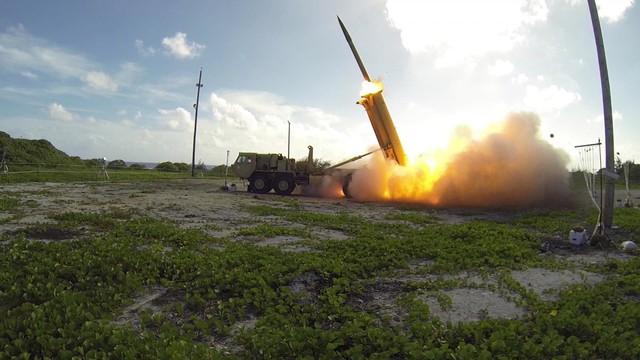 Ngoài ra, Quân đội Mỹ còn triển khai hệ thống phòng thủ tên lửa tầm cao với nhiệm vụ bắn hạ các loại tên lửa đạn đạo liên lục địa trên đảo. Dù chưa một lần được sử dụng trong thực chiến như THAAD đã chứng tỏ khả năng đáng gờm trong rất nhiều thử nghiệm của quân đội Mỹ.