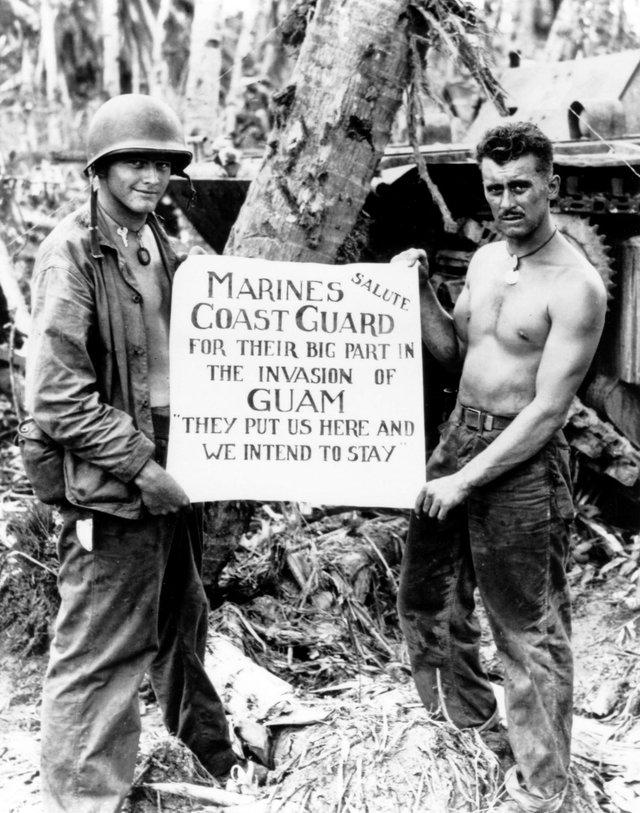 Sau cuộc chiến Mỹ - Tây Ban Nha năm 1898, Guam trở thành vùng lãnh thổ hải ngoại của Mỹ. Tuy nhiên, năm 1941, phát xít Nhật giành quyền kiểm soát hòn đảo trước khi Thủy quân Lục chiến Mỹ chiếm lại nó năm 1944.