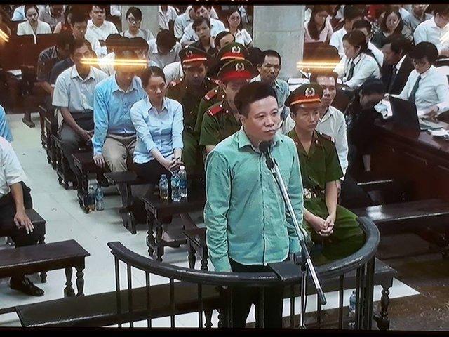 Xét xử vụ Hà Văn Thắm sáng 30/8: Hà Văn Thắm nói không hồ đồ giúp sức cho Sơn để chiếm đoạt tiền của mình - Ảnh 1.