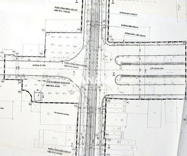 Theo thiết kế, phần lòng đường Trần Phú bắt đầu được mở rộng từ phía trước ranh giới giữa Thư viện Khoa học tổng hợp thành phố với khách sạn Bạch Đằng đến giao lộ với đường Phan Đình Phùng có tổng chiều dài khoảng 350m để xây dựng hai đường gom ở hai bên, hầm chui ở giữa. Cạnh đó, bố trí vỉa hè cho người đi bộ với bề rộng mỗi bên 3-3,25m ở bên ngoài hai đường gom.