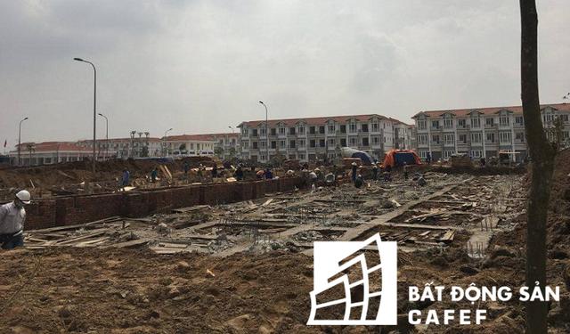 Chủ đầu tư hiện đang tiến hành xây dựng tiếp các block nhà còn lại.