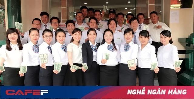 Tác giả và đồng nghiệp tại LienVietPostBank Tây Ninh