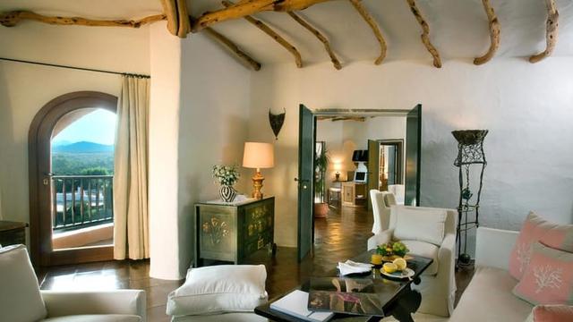 Khách sạn Cala di Volpe là nơi mà các vị tổng thống của Ý đến và hưởng thụ ngày cuối tuần bên gia đình.
