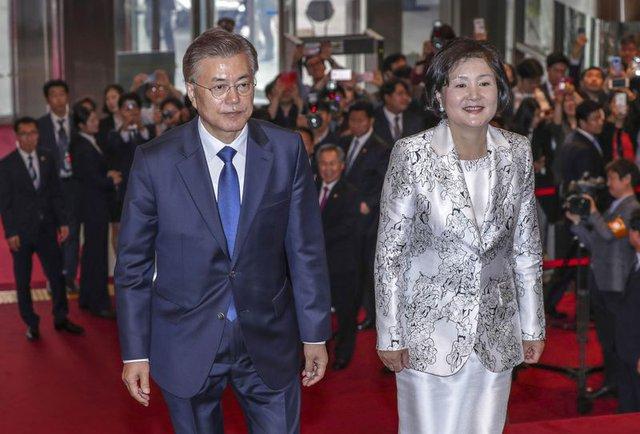 Tân Tổng thống Hàn Quốc Moon Jae-in và đệ nhất phu nhân Kim Jung-sook.