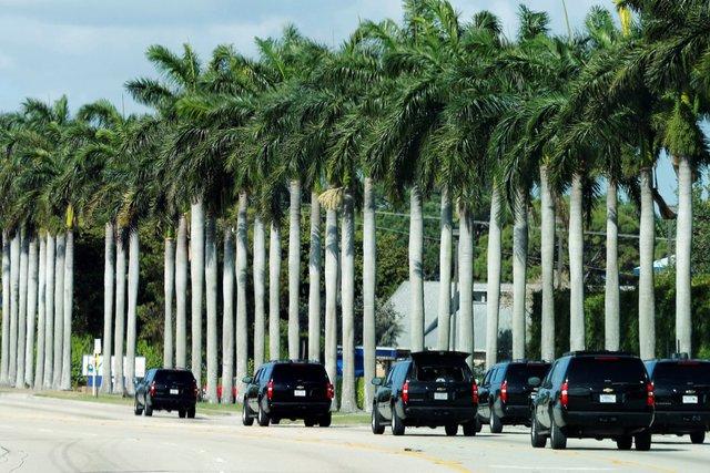 Đoàn xe hộ tống Tổng thống Trump thường xuyên xuất hiện tại khu nghỉ dưỡng ở Flordia.