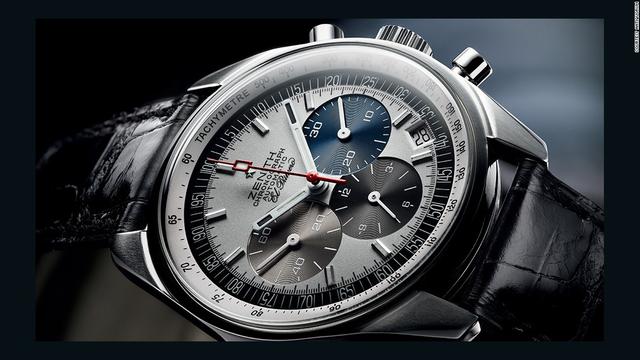 Theo nhà sản xuất, El Primero được đặt tên như vậy vì đây là chiếc đồng hồ đeo tay tính giờ tự lên dây đầu tiên trên thế giới. Cùng với El Primero, năm 1969 cũng có 2 chiếc đồng hồ tự lên dây khác ra đời của một tập đoàn Thụy Sĩ và công ty Seiko. Hiện nay, người ta vẫn chưa xác định được chiếc đồng hồ nào trong 3 sản phẩm trên ra mắt đầu tiên. Tuy vậy, về mặt kỹ thuật, không thể phủ nhận rằng El Primero chính là chiếc đồng hồ đầu tiên có rotor đầy đủ, bộ đếm giờ high-beat với cơ chế tự lên dây.