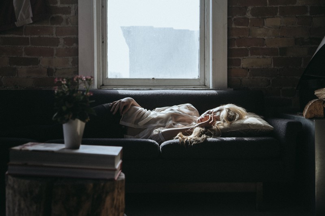 Ngủ nướng vào cuối tuần ảnh hưởng đến sức khỏe nhiều hơn bạn tưởng.