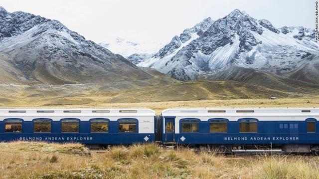Chuyến tàu Belmond Andean Explorer, phiên bản Nam Mỹ của Europes Orient Express đưa hành khách đi qua sườn dãy Andes thuộc Peru, qua thành phố Cusco, Puno và Arequipa. Những cuộc hành trình dài bằng tàu hỏa luôn là những câu chuyện lãng mạn khó quên: Hành trình, đích đến và cả những người đồng hành...