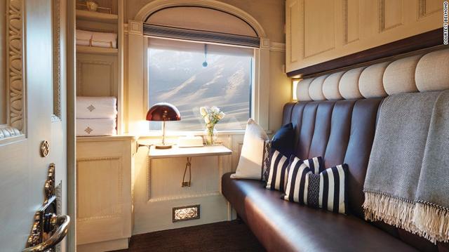 Con tàu được tái thiết từ một con tàu sang trọng của Australia, nhưng lột xác toàn bộ từ vẻ bề ngoài đến nội thất. Các phòng nghỉ trang nhã, được trang trí như những căn phòng nghệ thuật thu nhỏ với khung cửa sổ có thể ngắm nhìn khung cảnh tuyệt vời suốt hành trình, ghế sofa có thể trải thành giường đôi sang trọng.