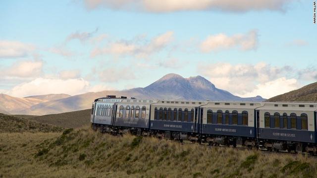 Đây là chuyến tàu du lịch hạng sang đầu tiên tại Nam Mỹ, cho phép hành khách chiêm ngưỡng phong cảnh tuyệt vời, thưởng thức sâm-panh từ nóc nhà thế giới trong hành trình 456 dặm kéo dài 3 ngày.