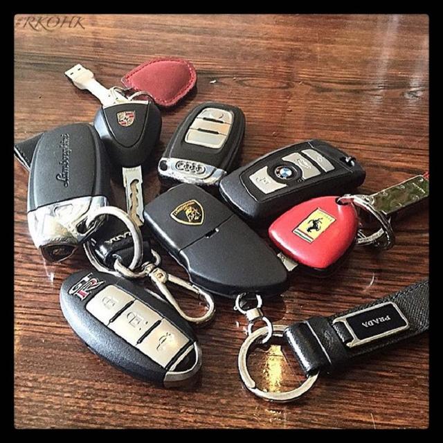 Người dùng richard_xrx khoe chìa khóa của những chiếc siêu xe anh ta sở hữu.