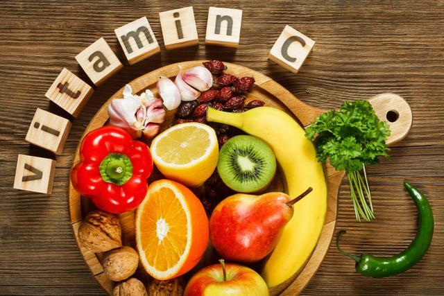 Lạm dụng vitamin C có thể dẫn đến những hệ lụy về sức khỏe.