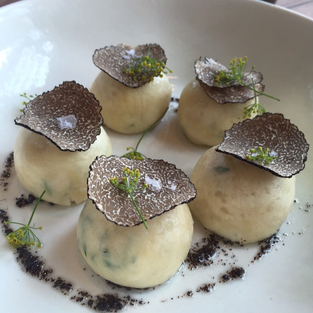 Vài lát nấm truffle cũng có thể nâng vị món ăn lên một tầm rất khác.