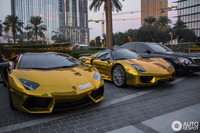 Siêu xe dát vàng cũng không phải của hiếm ở Dubai.