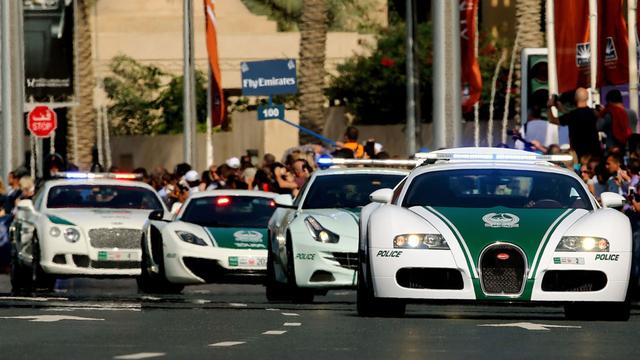 Cảnh sát Dubai sử dụng xe công vụ thuộc các hãng xe nhiều người mơ ước như Aston Martin, Bentley, Ferrari và Lamborghini...