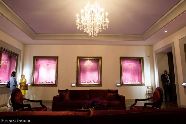 Căn phòng này trưng bày những mẫu đồng hồ đương đại của hãng.