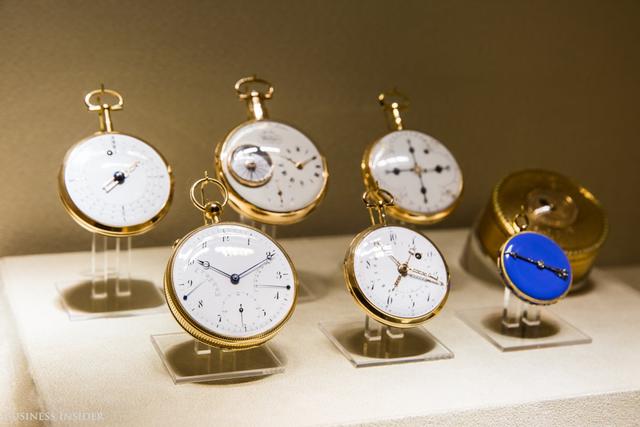 Khách thăm quan cũng có thể chiêm ngưỡng rất nhiều mẫu đồng hồ độc đáo được hãng sản xuất qua các thời kỳ.