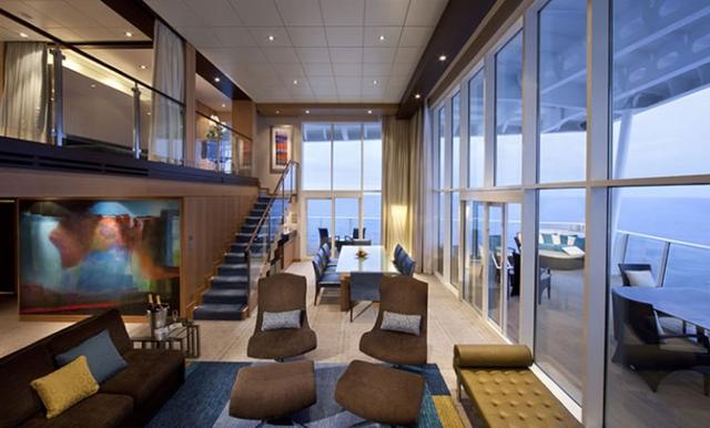 Khoang siêu VIP Royal Loft Suites có giá 7.525 bảng Anh (tương đương 9.936 USD) cho một người, một tuần. Mỗi du khách sẽ được phục vụ bởi một quản gia riêng.
