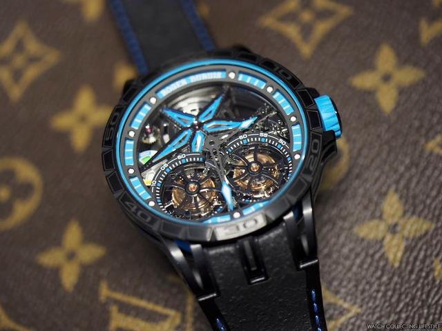 Vật liệu chế tạo dây đeo của chiếc đồng hồ Excalibur Spider Pirelli được lấy từ lốp xe đua công thức 1. Người ta đã mất 1.200 giờ để chế tác bộ tourbillon kép, mỗi chi tiết đều được đóng dấu chính thức Geneva. Chỉ có 8 chiếc đồng hồ phiên bản Excalibur Spider Pirelli trên toàn thế giới.