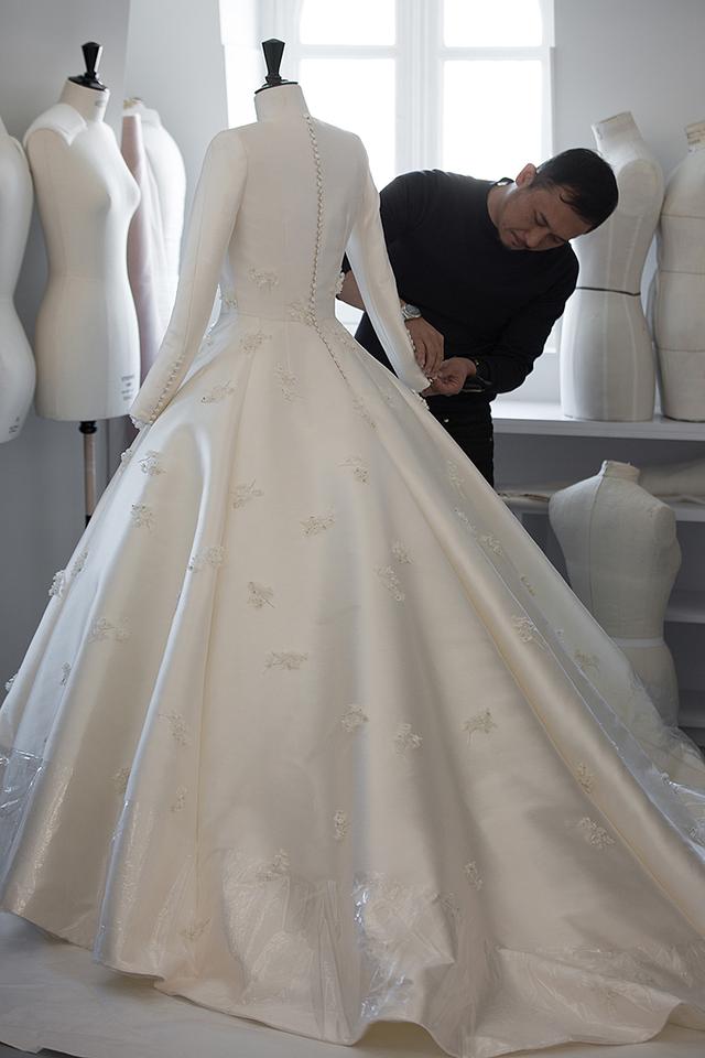 Chiếc váy cưới của người đẹp Mirandan Kerr là niềm mơ ước nhuốm màu cổ tích của mọi cô gái.