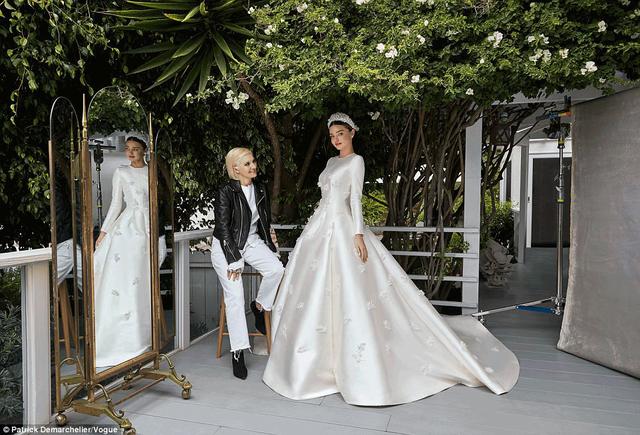 Cô dâu của tỷ phú trẻ Evan Spiegel rạng ngời bên nhà thiết kế - giám đốc sáng tạo Maria Grazia Chiuri của Dior.
