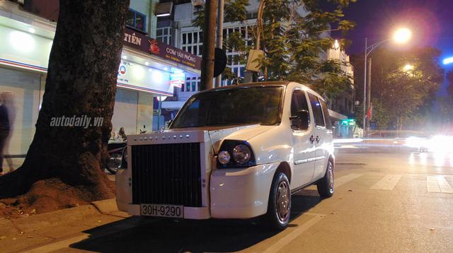Chiếc Fiat Doblo được một thợ sửa chữa xe ở Hà Nội độ thành Rolls-Royce.