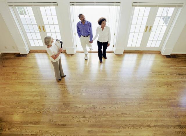 Hãy cân nhắc kỹ lưỡng trước khi quyết định chi tiền để sở hữu một ngôi nhà cho riêng mình.