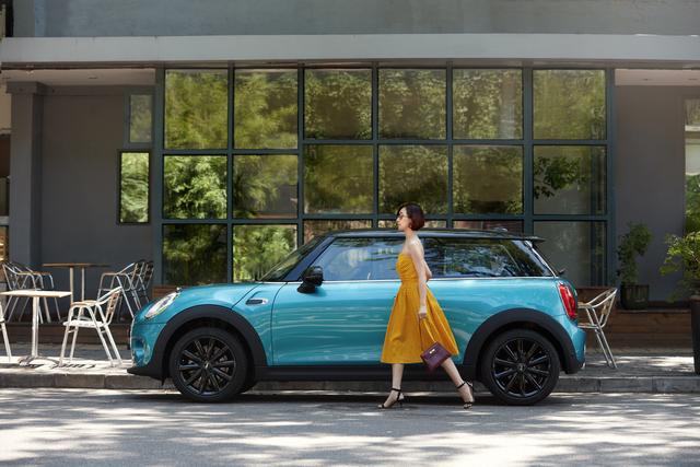 Becky Li là một blogger thời trang có giá nhất ở Trung Quốc. Cô thường xuyên hợp tác với các hãng ô tô sang trọng như Maserati, Jaguar và Audi để quảng cáo sản phẩm của họ tới giới thượng lưu.