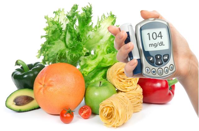 Người bệnh cần thực hiện chế độ điều trị, ăn uống sinh hoạt nghiêm túc theo chỉ dẫn của bác sĩ và thường xuyên đi khám định kỳ để phát hiện sớm các biến chứng của bệnh đái tháo đường.