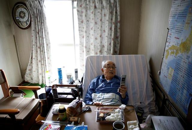 Ông Katsuo Saito, 89 tuổi không muốn trở thành gánh nặng cho người thân.