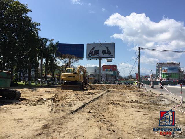 Ngoài ra nhiều dự án hạ tầng phục vụ APEC khác đang đẩy nhanh tiến độ thi công, trong đó có dự án xây dựng hầm chui ngay cửa ngõ sân bay quốc tế Đà Nẵng
