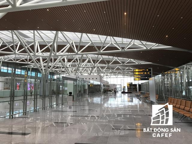 Mái nhà ga được lấy cảm hứng kiến trúc từ cánh chim hải âu.
