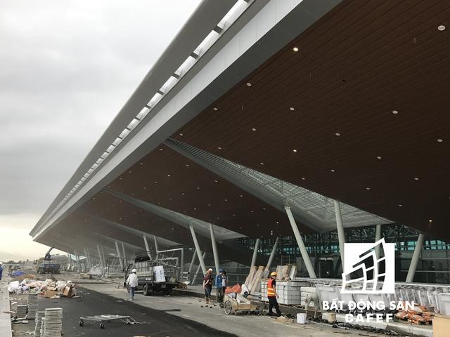 Hạ tầng thuộc tầng 1 sân bay cũng đang được thi công.
