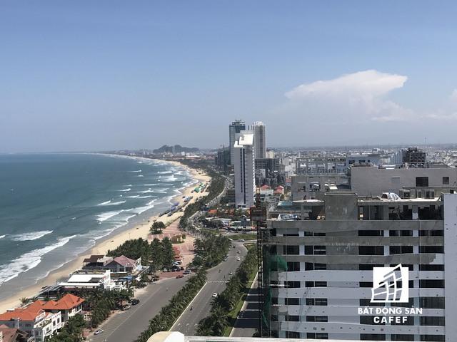 Tuyến đường ven biển Đà Nẵng là nơi ngày đêm có mật độ khách sạn hoạt động khá cao.