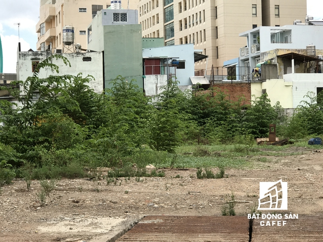 Cao ốc thương mại dịch vụ kết hợp căn hộ chung cư (104 Nguyễn Văn Cừ, P.Nguyễn Cư Trinh, Q.1) do Tổng Công ty Bến Thành TNHH một thành viên làm chủ đầu tư cũng nằm trong sanh sánh bị đề nghị thanh tra lần này.