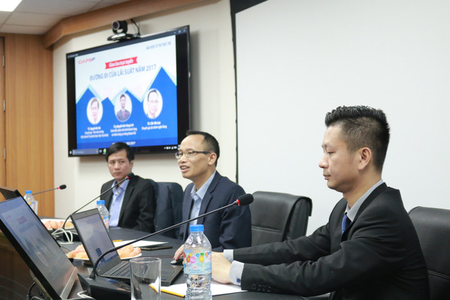 Các chuyên gia tham dự buổi tọa đàm về Đường đi của Lãi suất do báo Trí thức trẻ phối hợp với CafeF tổ chức