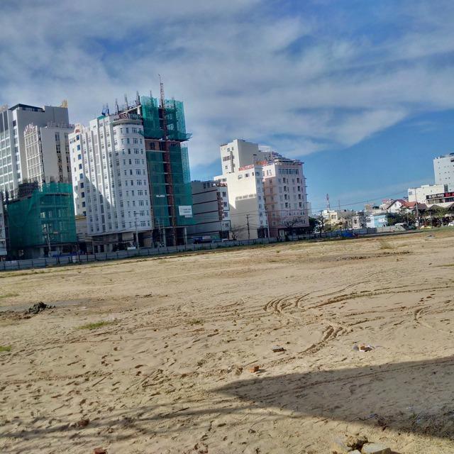 Khu đất rộng 2,1ha của công ty Phương Trang vừa được động thổ xây dựng 5 block căn hộ khách sạn cao cấp. Dự kiến sẽ cung cấp ra thị trường gần 3.000 căn hộ đến năm 2018