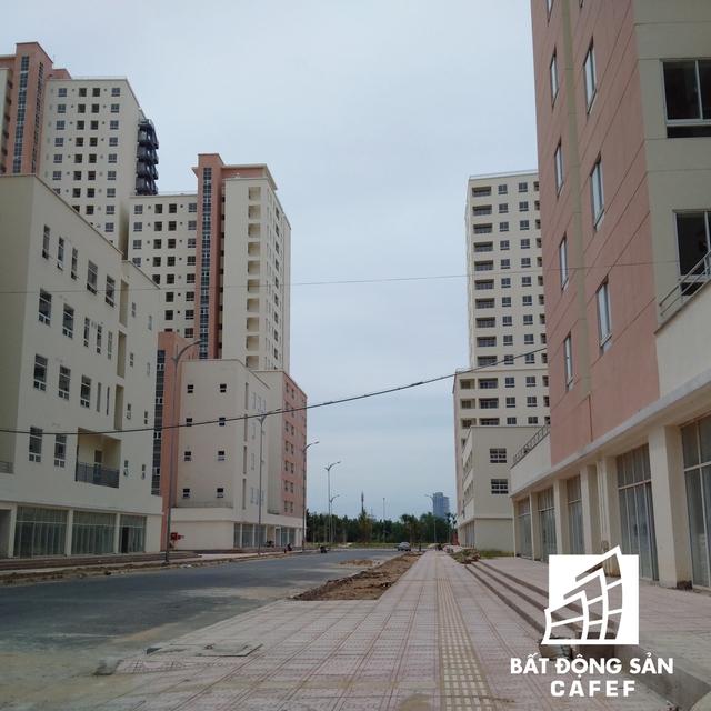 Một số công trình hạ tầng như vỉa hè, đường sá đang được hoàn thiện để đưa vào sử dụng.