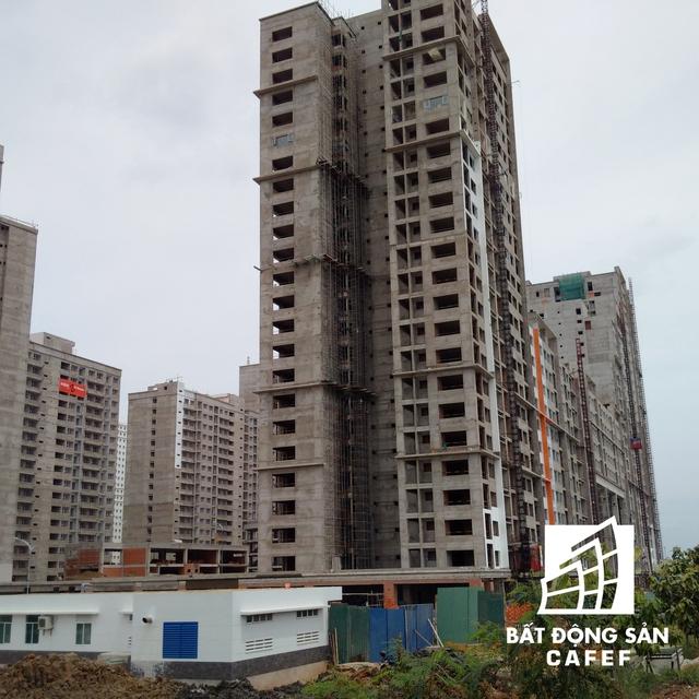 Cùng với các siêu dự án đang rầm rộ thi công tại khu đô thị Thủ Thiêm, khu tái định cư quy mô này đang góp phần hình thành nên diện mạo của trung tâm đô thị mới trong tương lai gần.