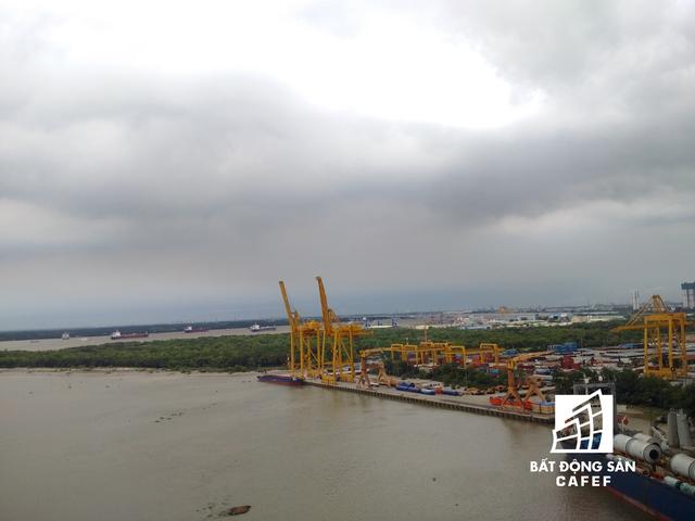 Khu vực Mũi Đèn Đỏ được nhìn từ điểm cao từ cầu Phú Mỹ.