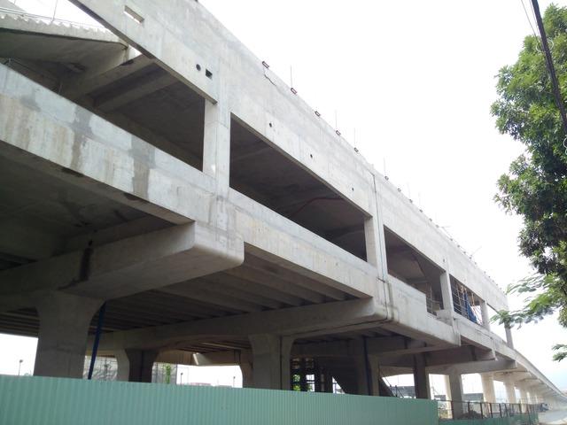 Trong toàn bộ dự án có tổng cộng 14 nhà ga lớn nhỏ, trong đó quan trọng nhất là nhà ga ngầm ngay trung tâm thành phố