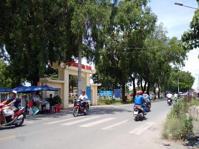 Nghĩa trang Bình Hưng Hòa là nghĩa trang lớn nhất của TP.HCM, nằm ở phường Bình Hưng Hòa và Bình Hưng Hòa A của quận Bình Tân, trên trục hai con các con phố chính là các con phố Tân Kỳ - Tân Quý và các con phố Bình Long.