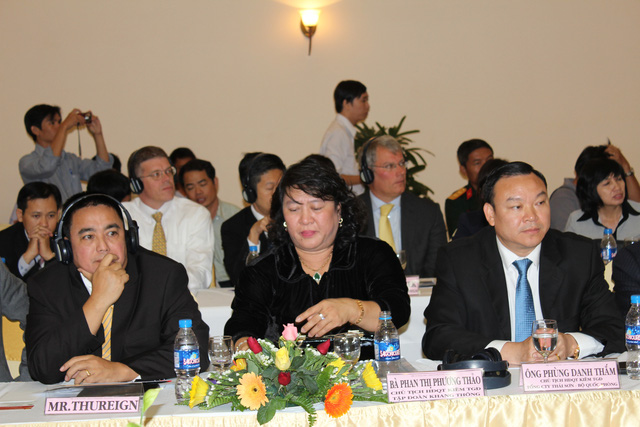 ''''' Doanh nhân Phan Thị Phương Thảo (giữa) từng được xem là người đem các tỷ phú đến Việt Nam. '''''