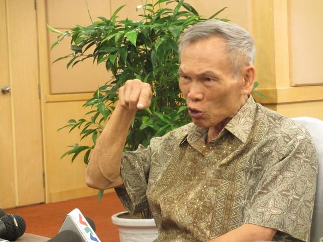Ông Trương Đình Tuyển: Có thể tăng thuế tiêu thụ đặc biệt, tăng thuế môi trường nhằm thay đổi cơ cấu thu, từ việc thu thuế nhập khẩu là chủ yếu sang việc thu thuế nội địa là chủ yếu. Đây là xu hướng chung của thế giới.
